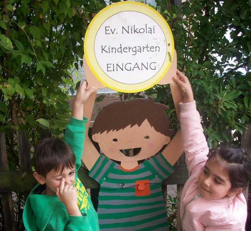 Eingang mit Kindern